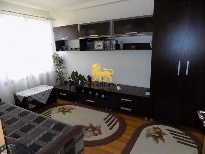 vanzare Apartament Sibiu cu 3 camere, cu 1 grup sanitar, suprafata utila 64 mp. Pret: 33.500 euro.