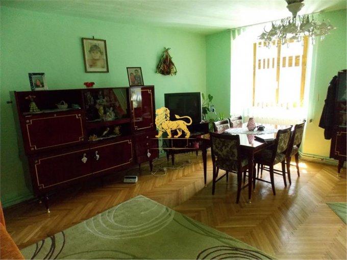 vanzare Apartament Sibiu cu 3 camere, cu 2 grupuri sanitare, suprafata utila 100 mp. Pret: 69.000 euro.
