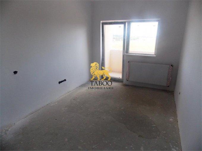 vanzare Apartament Sibiu cu 3 camere, cu 2 grupuri sanitare, suprafata utila 75 mp. Pret: 43.500 euro.