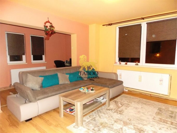 Apartament de vanzare in Sibiu cu 3 camere, cu 2 grupuri sanitare, suprafata utila 72 mp. Pret: 54.900 euro.