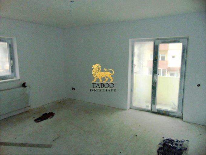 Apartament de vanzare direct de la agentie imobiliara, in Sibiu, in zona Calea Cisnadiei, cu 46.000 euro. 2 grupuri sanitare, suprafata utila 75 mp.