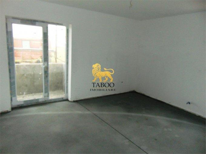 Apartament de vanzare direct de la agentie imobiliara, in Sibiu, in zona Calea Cisnadiei, cu 43.000 euro. 2 grupuri sanitare, suprafata utila 75 mp.