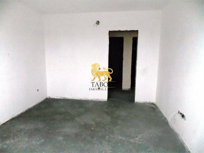 Apartament de vanzare in Sibiu cu 3 camere, cu 2 grupuri sanitare, suprafata utila 75 mp. Pret: 46.000 euro.