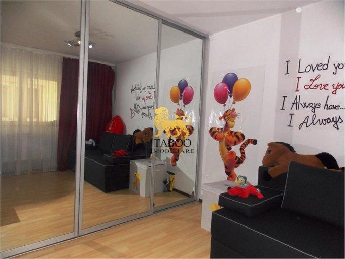 Apartament de vanzare direct de la agentie imobiliara, in Sibiu, in zona Strand, cu 69.950 euro. 2 grupuri sanitare, suprafata utila 110 mp.