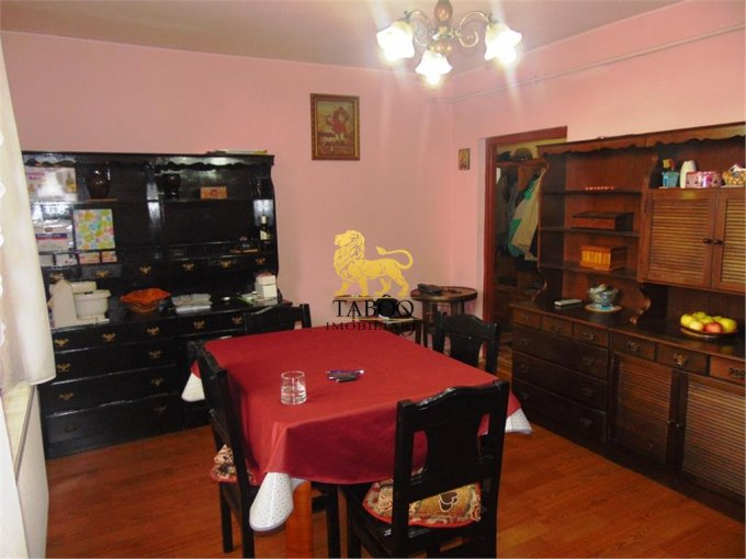 Apartament vanzare Sibiu 3 camere, suprafata utila 75 mp, 1 grup sanitar. 85.000 euro. Etajul 1 / 1. Apartament Piata Cluj Sibiu