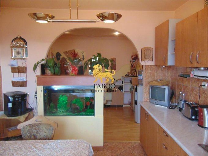 Apartament vanzare Vasile Aaron cu 3 camere, etajul 10 / 10, 1 grup sanitar, cu suprafata de 70 mp. Sibiu, zona Vasile Aaron.