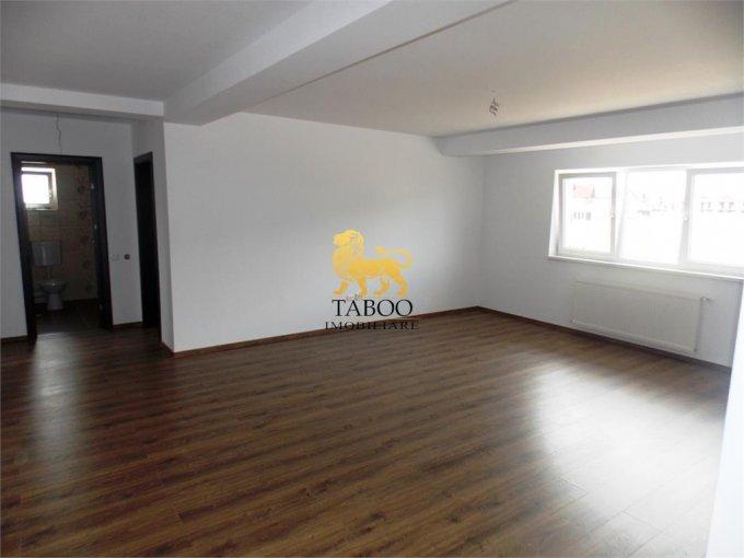 Apartament vanzare Sibiu 3 camere, suprafata utila 78 mp, 2 grupuri sanitare. 55.000 euro. Etajul 1 / 2. Apartament Vasile Aaron Sibiu