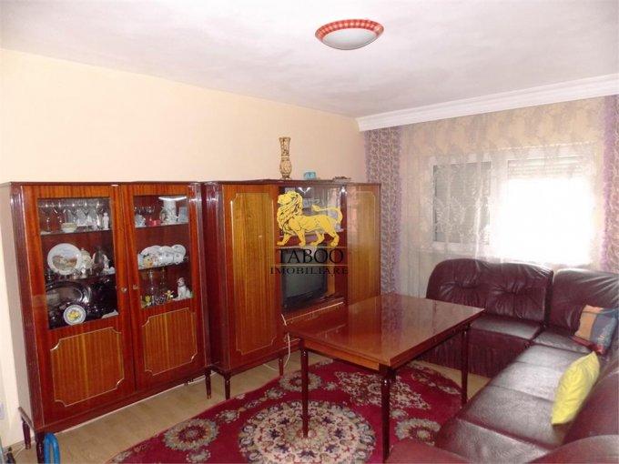 Apartament vanzare Vasile Aaron cu 3 camere, etajul 8 / 10, 2 grupuri sanitare, cu suprafata de 70 mp. Sibiu, zona Vasile Aaron.