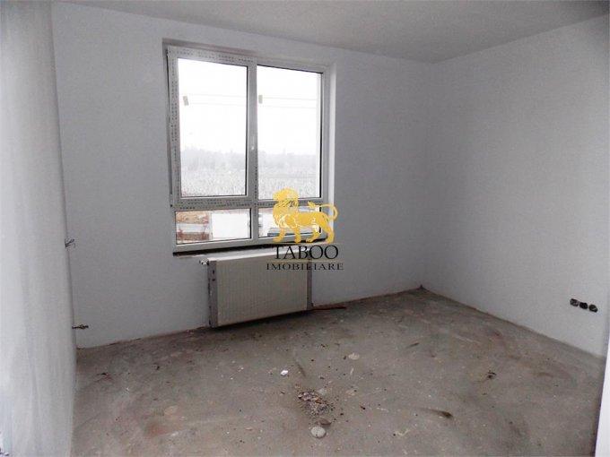 Apartament de vanzare direct de la agentie imobiliara, in Sibiu, in zona Calea Cisnadiei, cu 42.000 euro. 2 grupuri sanitare, suprafata utila 57 mp.