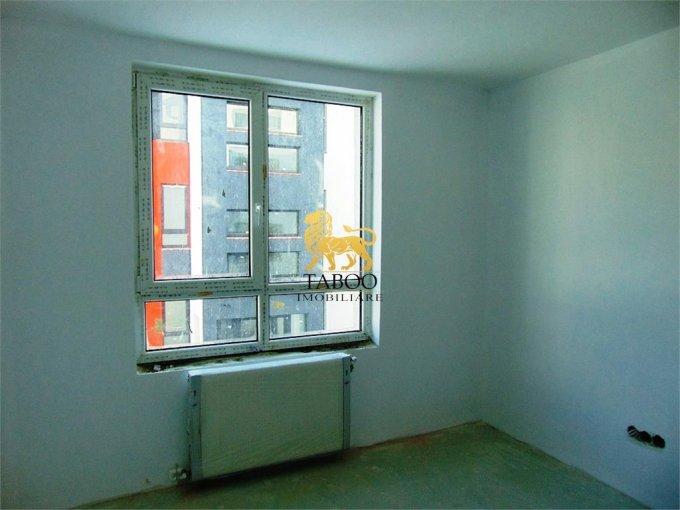 Apartament de vanzare direct de la agentie imobiliara, in Sibiu, in zona Calea Cisnadiei, cu 39.900 euro. 2 grupuri sanitare, suprafata utila 55 mp.