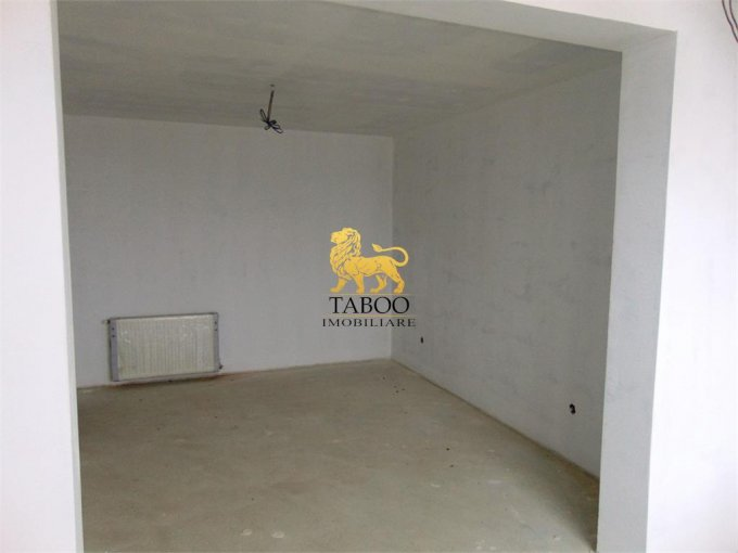 vanzare Apartament Sibiu cu 3 camere, cu 2 grupuri sanitare, suprafata utila 55 mp. Pret: 37.000 euro.