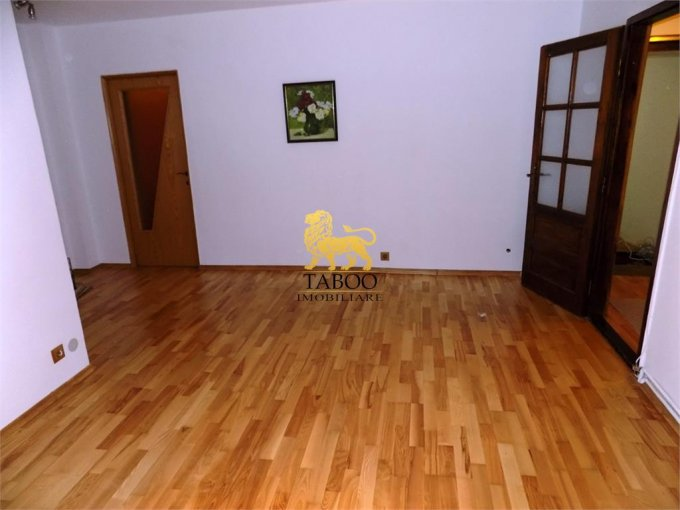Apartament de vanzare direct de la agentie imobiliara, in Sibiu, in zona Strand, cu 57.000 euro. 1 grup sanitar, suprafata utila 62 mp.