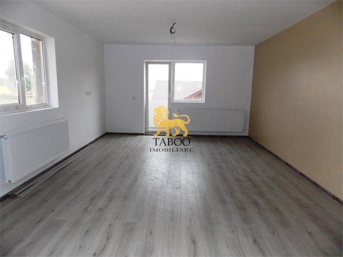 Apartament de vanzare in Sibiu cu 3 camere, cu 2 grupuri sanitare, suprafata utila 74 mp. Pret: 43.600 euro.