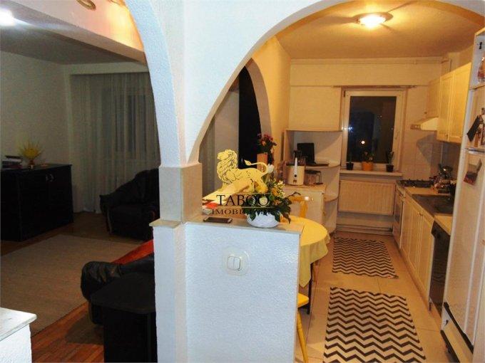 vanzare Apartament Sibiu cu 3 camere, cu 2 grupuri sanitare, suprafata utila 74 mp. Pret: 59.500 euro.