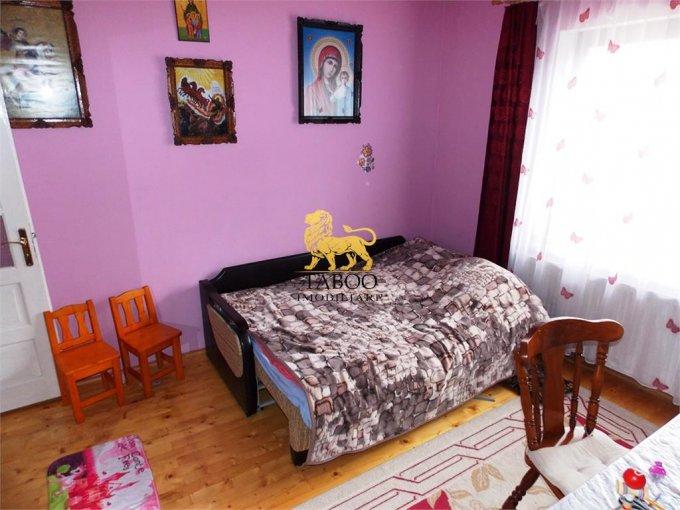 Apartament de vanzare direct de la agentie imobiliara, in Sibiu, in zona Terezian, cu 59.000 euro. 2 grupuri sanitare, suprafata utila 86 mp.
