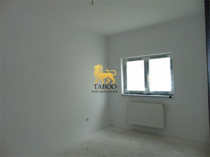 Apartament de vanzare in Sibiu cu 3 camere, cu 2 grupuri sanitare, suprafata utila 71 mp. Pret: 51.000 euro.