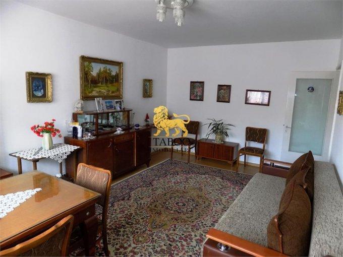 Apartament de vanzare in Sibiu cu 3 camere, cu 2 grupuri sanitare, suprafata utila 67 mp. Pret: 54.000 euro.