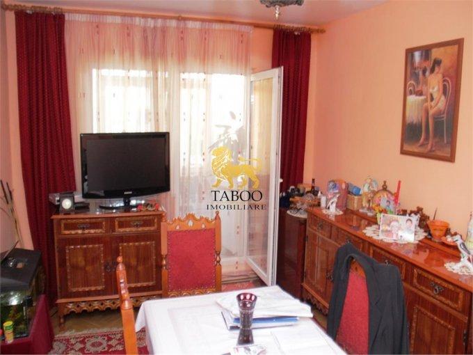 vanzare Apartament Sibiu cu 3 camere, cu 1 grup sanitar, suprafata utila 57 mp. Pret: 55.000 euro.