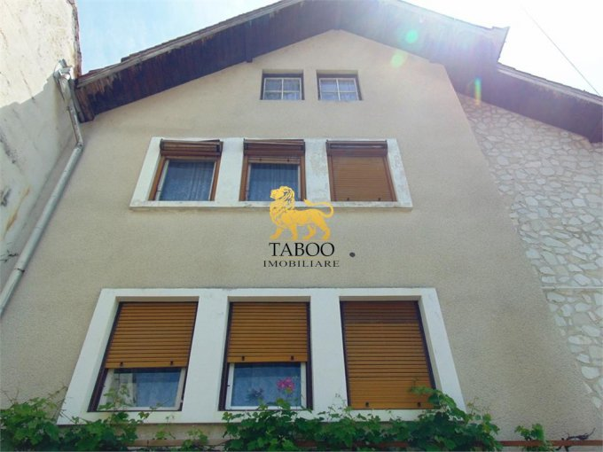 Apartament de vanzare in Cisnadie cu 3 camere, cu 1 grup sanitar, suprafata utila 110 mp. Pret: 99.000 euro.