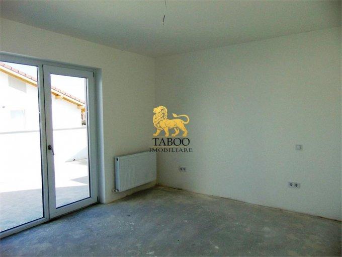 Apartament de vanzare direct de la agentie imobiliara, in Sibiu, in zona Calea Cisnadiei, cu 56.500 euro. 2 grupuri sanitare, suprafata utila 74 mp.