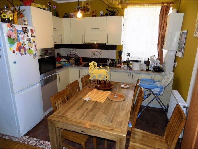vanzare Apartament Sibiu cu 3 camere, cu 1 grup sanitar, suprafata utila 65 mp. Pret: 60.000 euro.