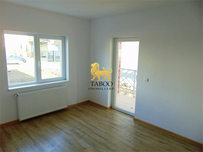 Apartament de vanzare in Sibiu cu 3 camere, cu 2 grupuri sanitare, suprafata utila 72 mp. Pret: 51.000 euro.