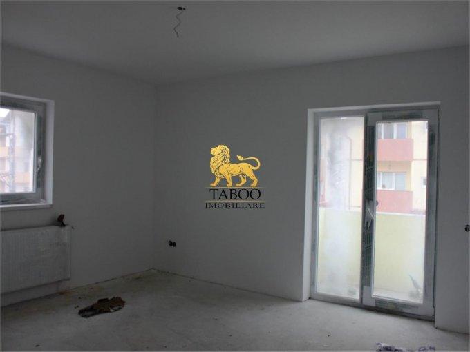 Apartament de vanzare in Sibiu cu 3 camere, cu 2 grupuri sanitare, suprafata utila 75 mp. Pret: 43.000 euro.