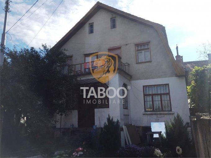 vanzare Apartament Sibiu cu 3 camere, cu 2 grupuri sanitare, suprafata utila 75 mp. Pret: 64.000 euro.