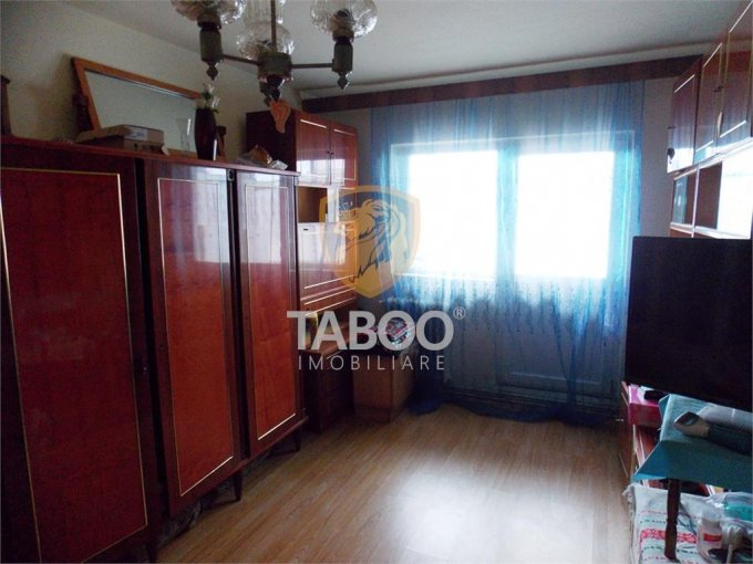 Apartament de vanzare direct de la agentie imobiliara, in Sibiu, in zona Vasile Aaron, cu 58.000 euro. 1 grup sanitar, suprafata utila 65 mp.