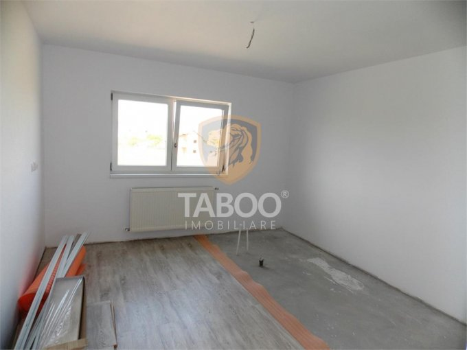 Apartament de vanzare direct de la agentie imobiliara, in Sibiu, in zona Calea Cisnadiei, cu 49.000 euro. 2 grupuri sanitare, suprafata utila 76 mp.