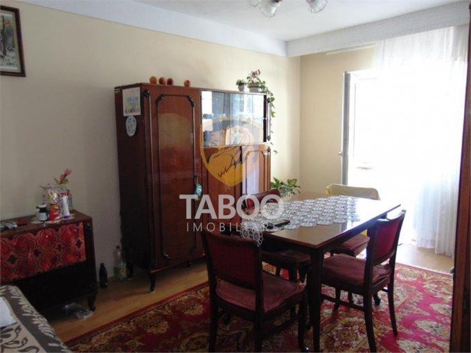 Apartament de vanzare in Cisnadie cu 3 camere, cu 2 grupuri sanitare, suprafata utila 75 mp. Pret: 45.500 euro.