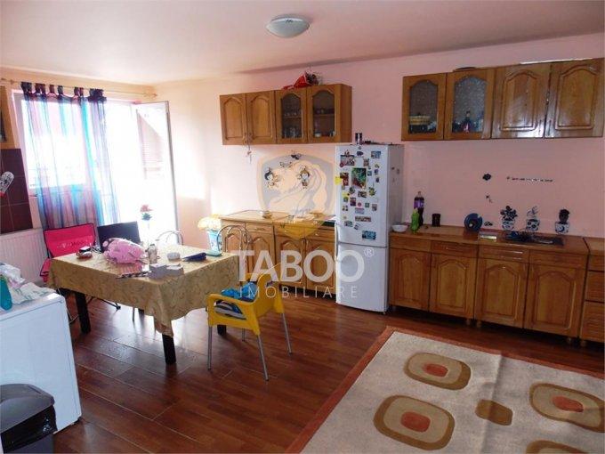 Apartament inchiriere Sibiu 3 camere, suprafata utila 75 mp, 1 grup sanitar. 250 euro. Etajul Mansarda / 5. Apartament Valea Aurie Sibiu