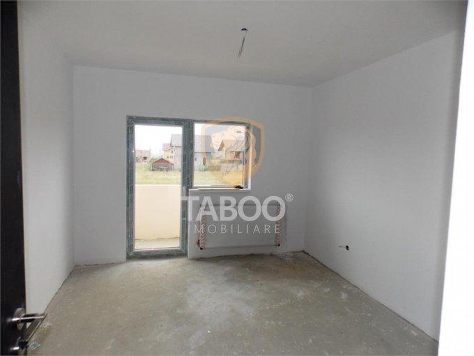 vanzare Apartament Sibiu cu 3 camere, cu 2 grupuri sanitare, suprafata utila 73 mp. Pret: 52.200 euro.