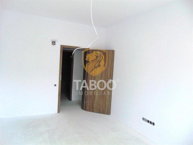 Apartament de vanzare in Sibiu cu 3 camere, cu 2 grupuri sanitare, suprafata utila 73 mp. Pret: 52.200 euro.