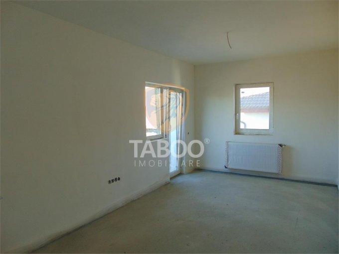 vanzare Apartament Sibiu cu 3 camere, cu 2 grupuri sanitare, suprafata utila 101 mp. Pret: 50.000 euro.