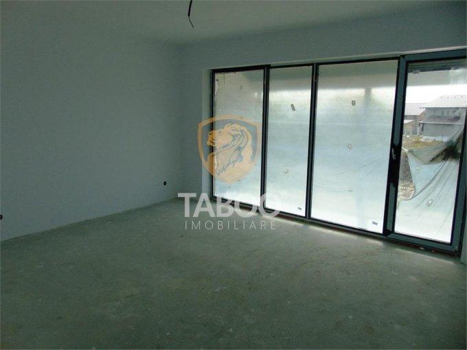 Apartament de vanzare in Sibiu cu 3 camere, cu 2 grupuri sanitare, suprafata utila 82 mp. Pret: 62.000 euro.