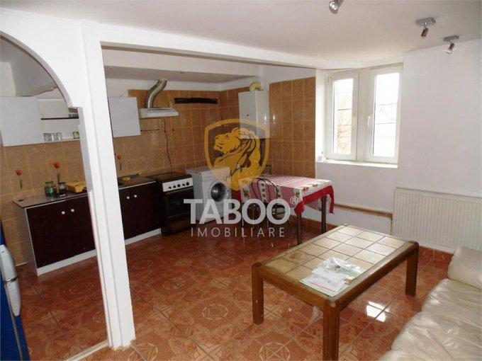 Apartament de inchiriat in Sibiu cu 3 camere, cu 1 grup sanitar, suprafata utila 70 mp. Pret: 250 euro.