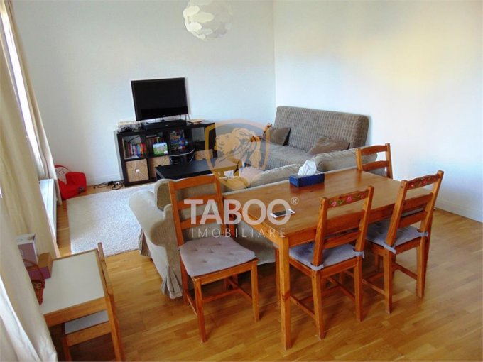 vanzare Apartament Sibiu cu 3 camere, cu 2 grupuri sanitare, suprafata utila 70 mp. Pret: 78.000 euro.
