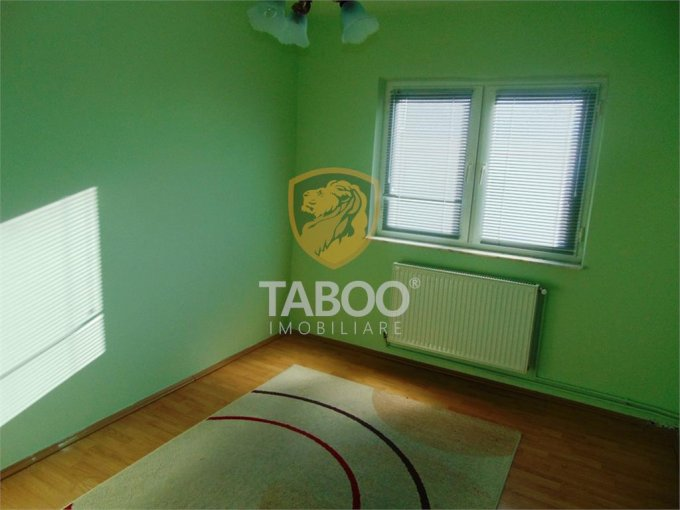 Apartament de vanzare direct de la agentie imobiliara, in Sibiu, cu 59.000 euro. 2 grupuri sanitare, suprafata utila 70 mp.
