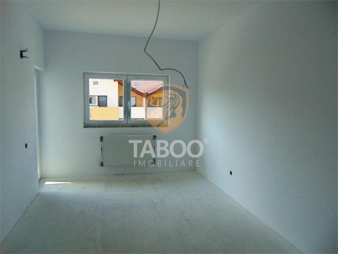 Apartament de vanzare direct de la agentie imobiliara, in Sibiu, in zona Calea Cisnadiei, cu 55.000 euro. 2 grupuri sanitare, suprafata utila 101 mp.