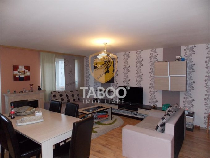 Apartament vanzare Sibiu 3 camere, suprafata utila 90 mp, 2 grupuri sanitare. 77.000 euro. Etajul 4 / 4. Apartament Ciresica Sibiu