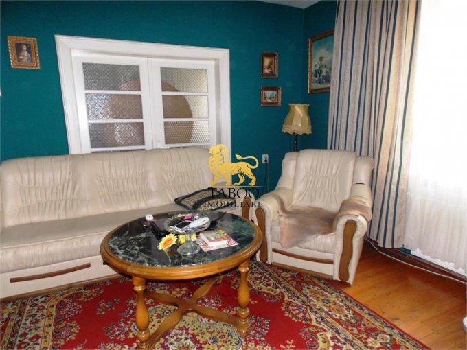 Apartament de inchiriat in Sibiu cu 3 camere, cu 1 grup sanitar, suprafata utila 90 mp. Pret: 350 euro.