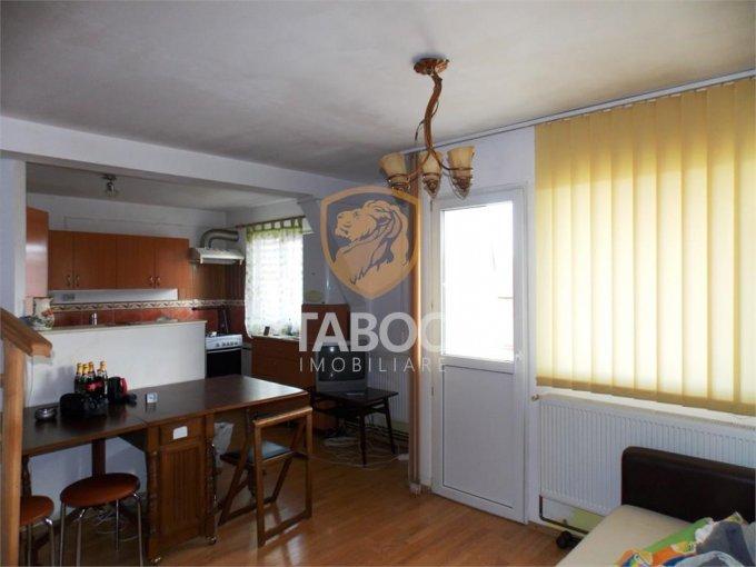 Apartament de vanzare in Sibiu cu 3 camere, cu 1 grup sanitar, suprafata utila 63 mp. Pret: 41.500 euro.
