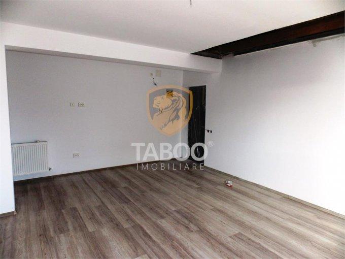 vanzare Apartament Sibiu cu 3 camere, cu 2 grupuri sanitare, suprafata utila 62 mp. Pret: 38.900 euro.