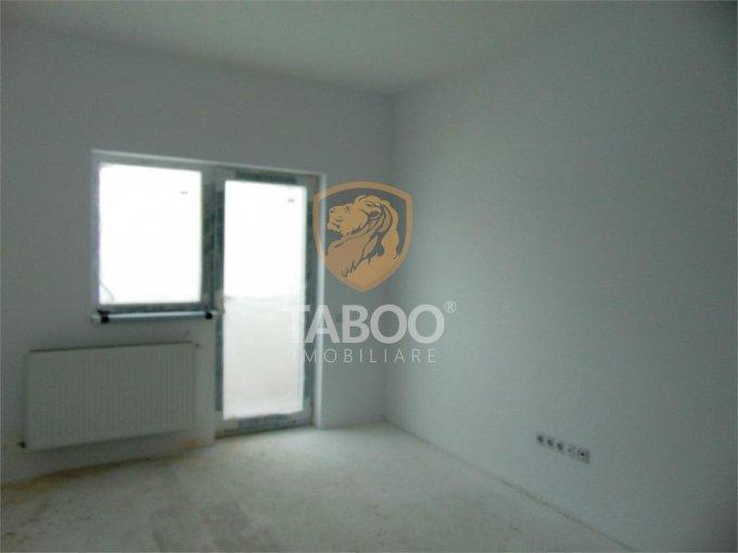 Apartament de vanzare in Sibiu cu 3 camere, cu 2 grupuri sanitare, suprafata utila 62 mp. Pret: 38.900 euro.