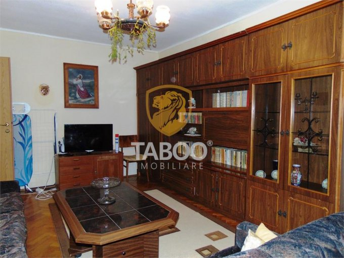 Apartament vanzare Gara cu 3 camere, etajul 4 / 4, 1 grup sanitar, cu suprafata de 70 mp. Sibiu, zona Gara.