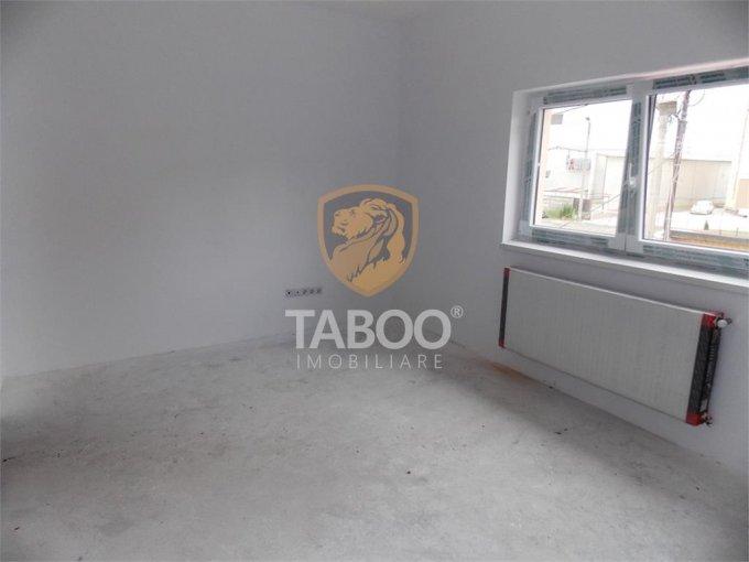 Apartament de vanzare direct de la agentie imobiliara, in Sibiu, in zona Calea Cisnadiei, cu 52.200 euro. 2 grupuri sanitare, suprafata utila 73 mp.