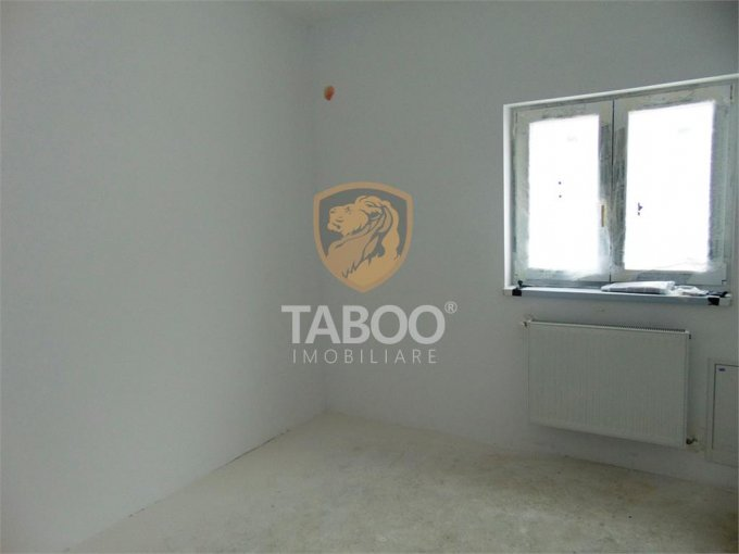 Apartament de vanzare direct de la agentie imobiliara, in Sibiu, in zona Calea Cisnadiei, cu 33.900 euro. 1 grup sanitar, suprafata utila 54 mp.