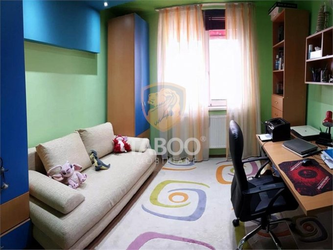 Apartament vanzare cu 3 camere, etajul 3 / 3, 1 grup sanitar, cu suprafata de 87 mp. Sibiu.