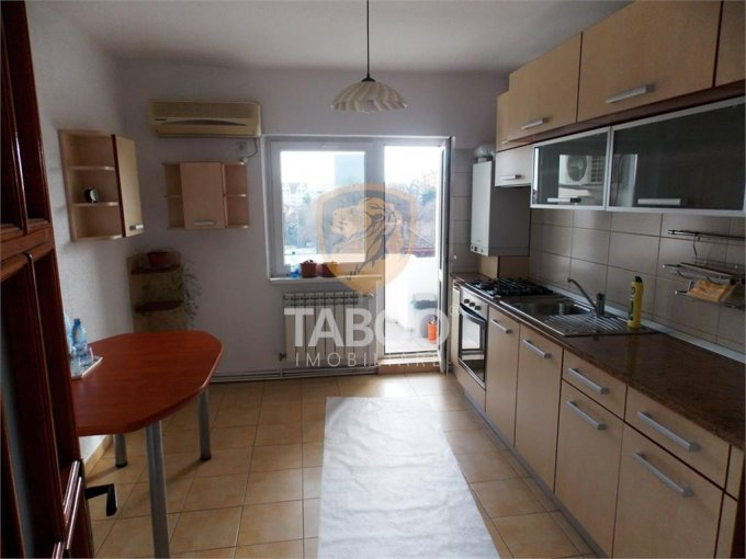 Apartament de inchiriat direct de la agentie imobiliara, in Sibiu, cu 400 euro. 2 grupuri sanitare, suprafata utila 80 mp.